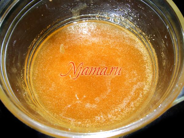 Растапливаем мёд с сахаром