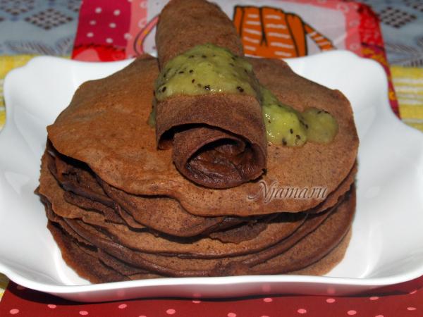 Шоколадные блинчики с соусом из киви