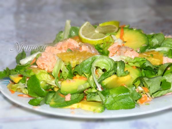 Салат с горбушей, авокадо и апельсином