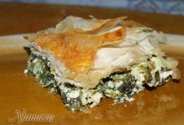 Греческий пирог с фетой и шпинатом