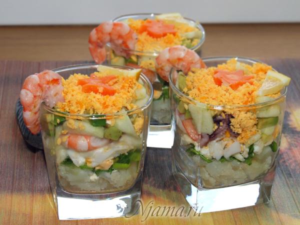 Салат с морепродуктами и домашний лимонный майонез
