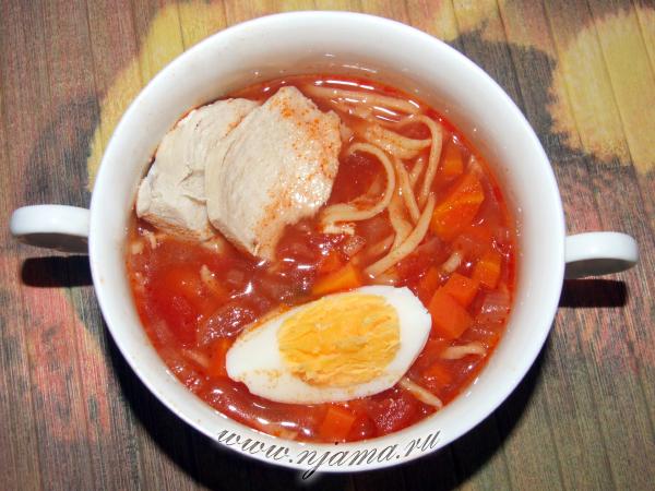 Томатный суп с домашней лапшой