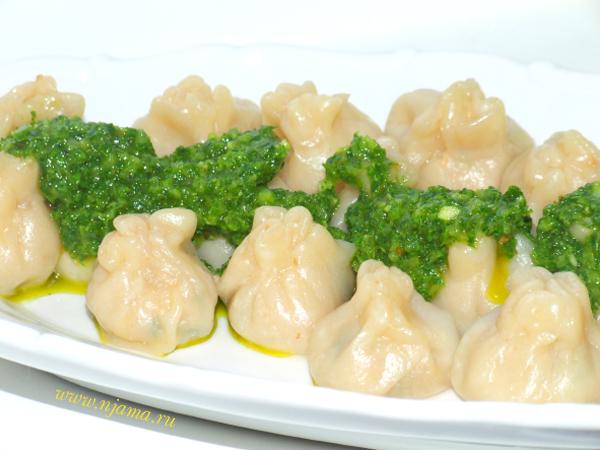 Китайские пельмени с соусом чимичурри