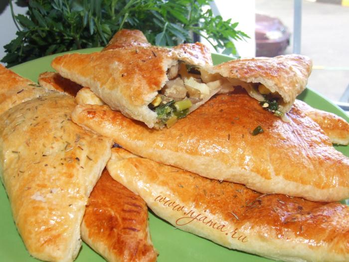 Быстрые пирожки с яйцом, зеленью и грибами